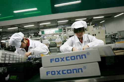 5-ly-do-foxconn-muon-mua-sharp